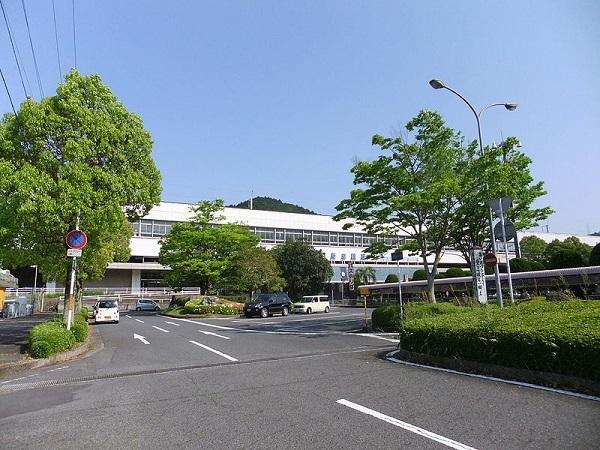 800px-Shin-Iwakuni_sta_201205-1.jpg