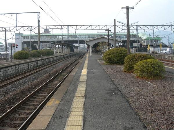 HizenYamaguchi_Station-Platform-200801.jpg