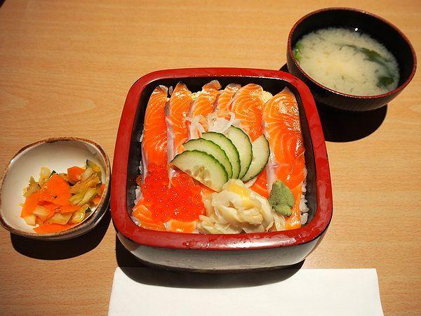 サーモン丼@レストラン「湖畔」