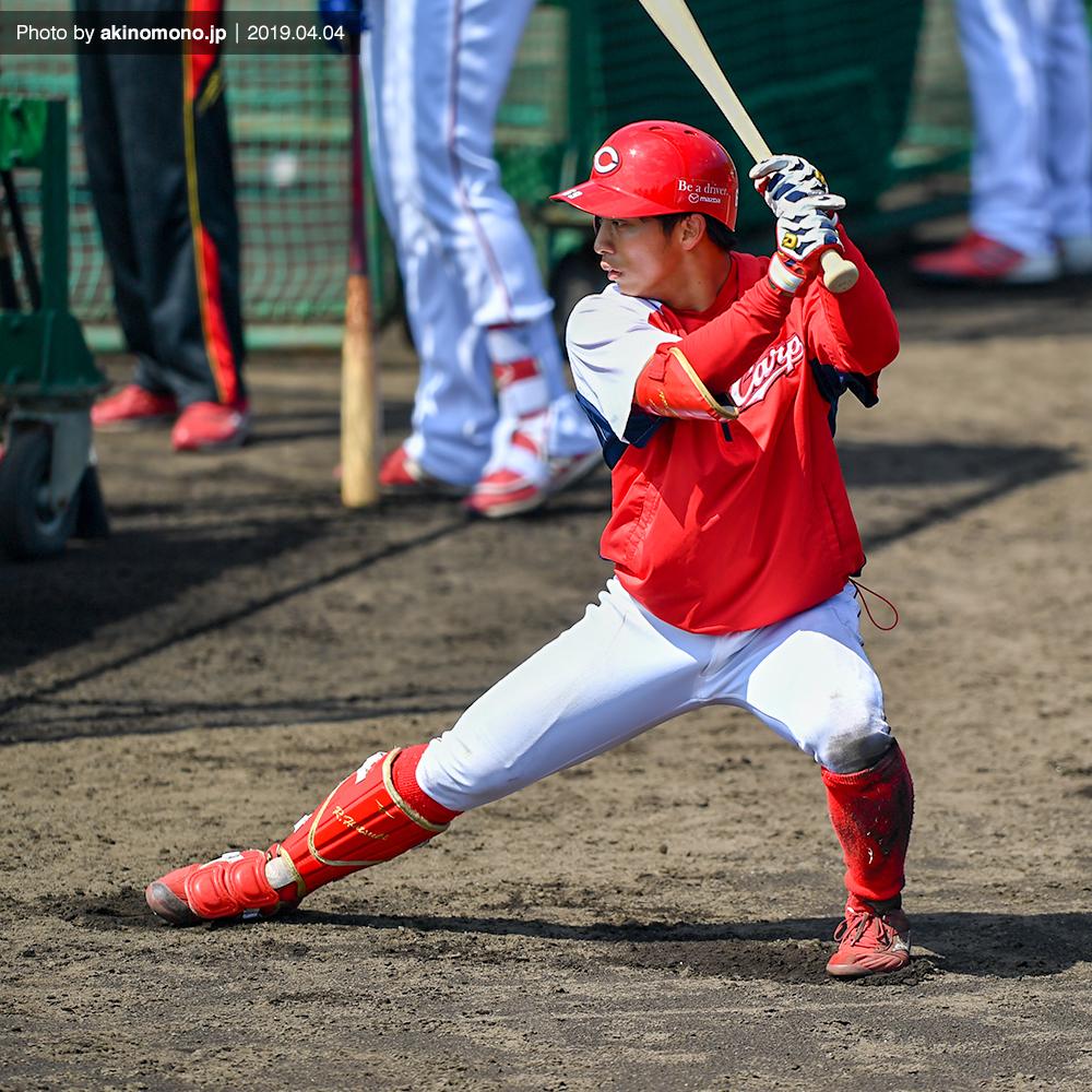 打撃練習中の羽月隆太郎選手