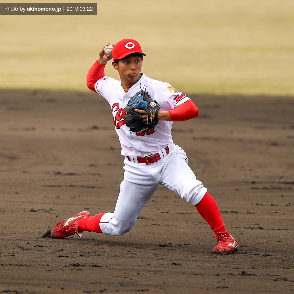 守備練習中の羽月隆太郎選手