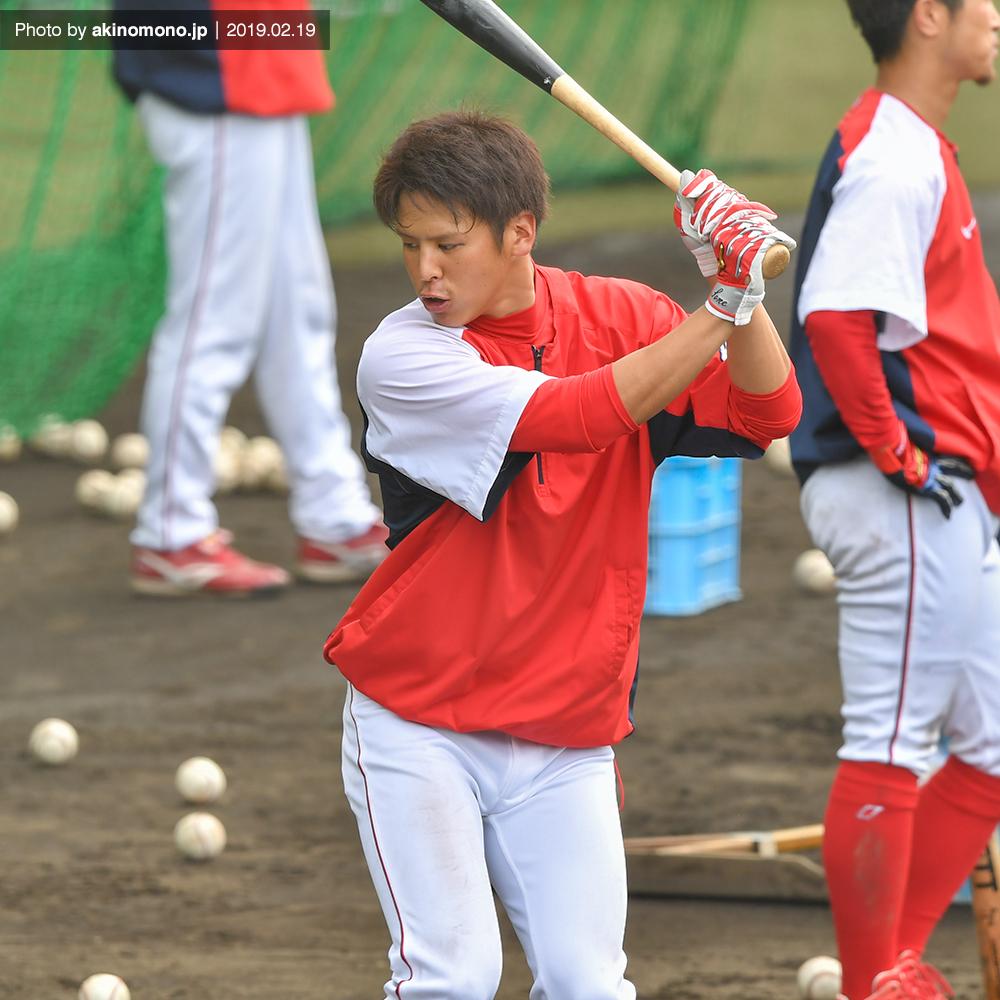打撃練習中の曽根海成選手