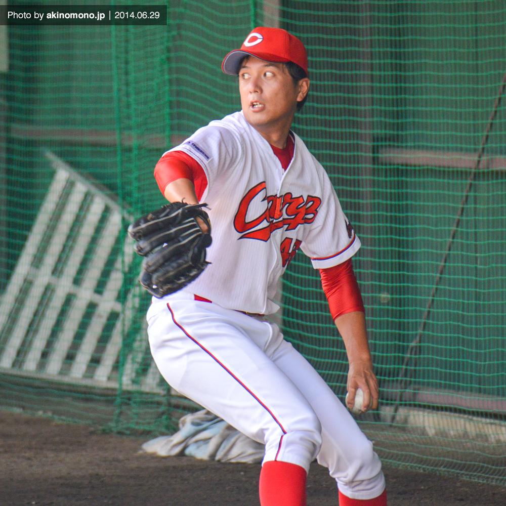 ブルペンに入る大島崇行投手(2014年)