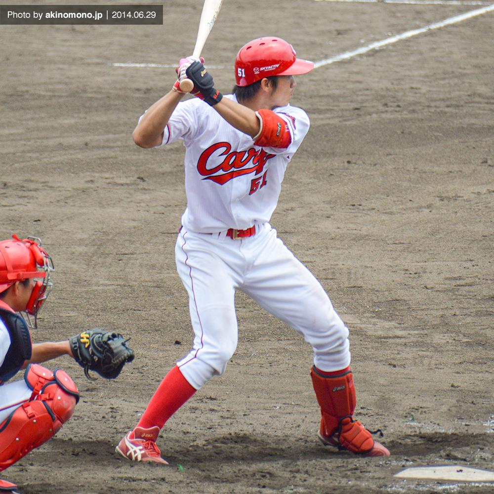 打席に立つ鈴木誠也選手(2014年)