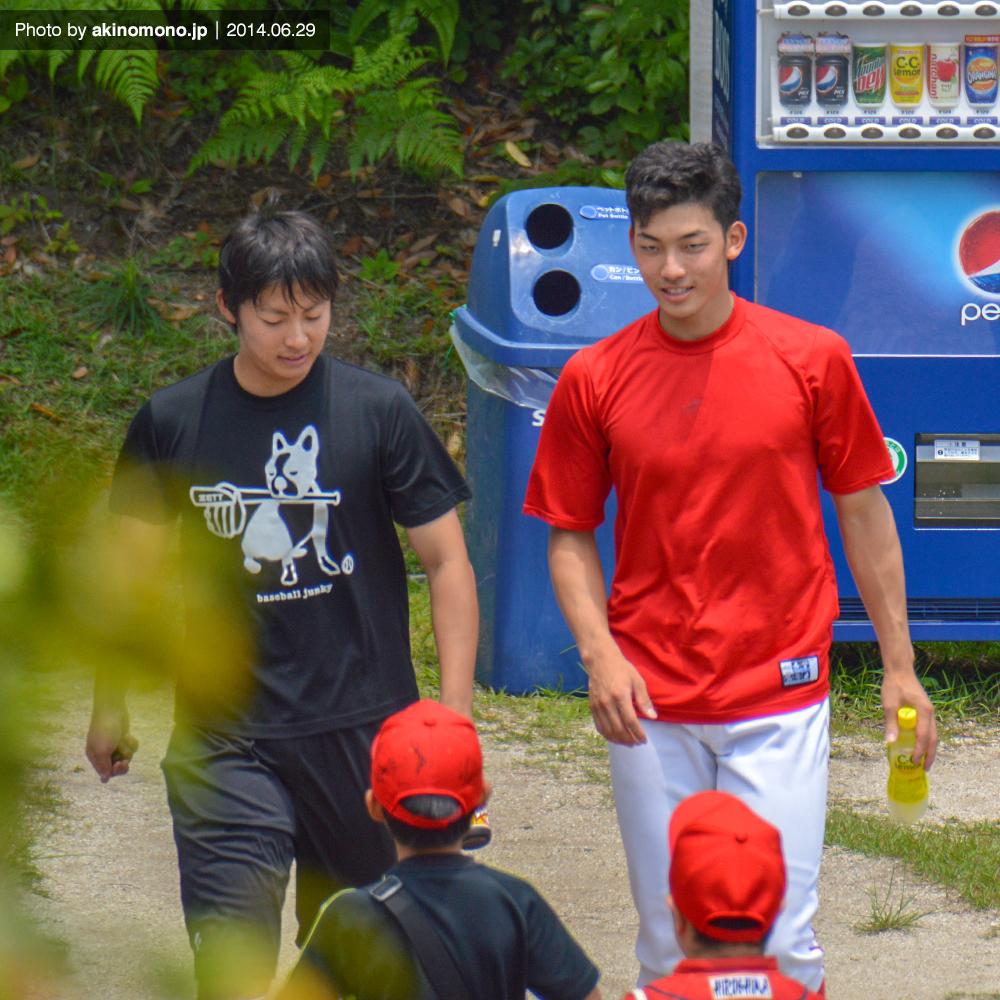 一岡竜司投手と中村祐太投手(2014)