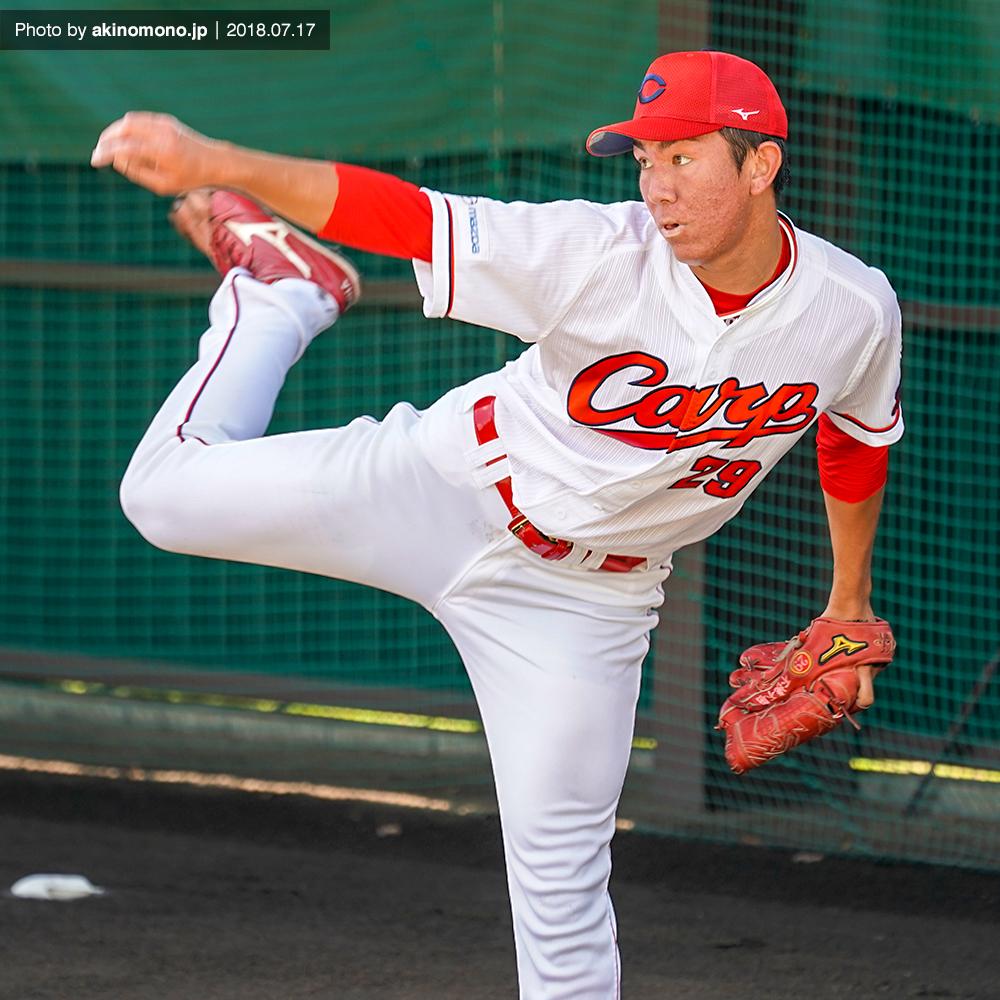 投球練習を行うケムナ誠投手(2018・由宇)
