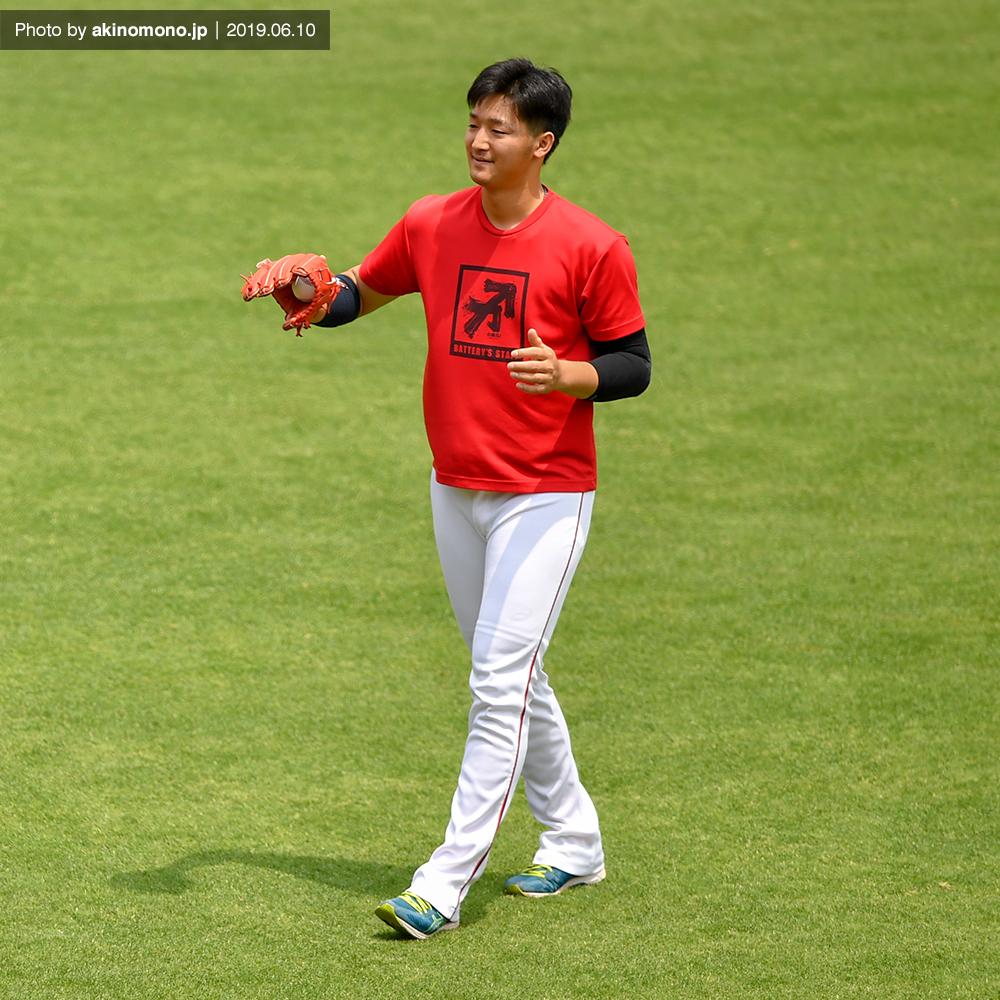 キャッチボールを行う床田寛樹投手