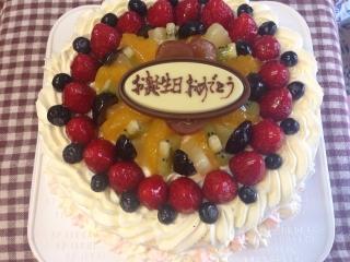 今日のケーキはデコレーション