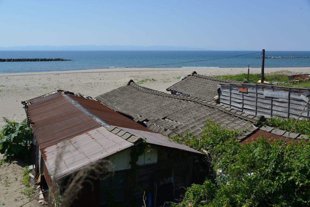 浜に建つ-1