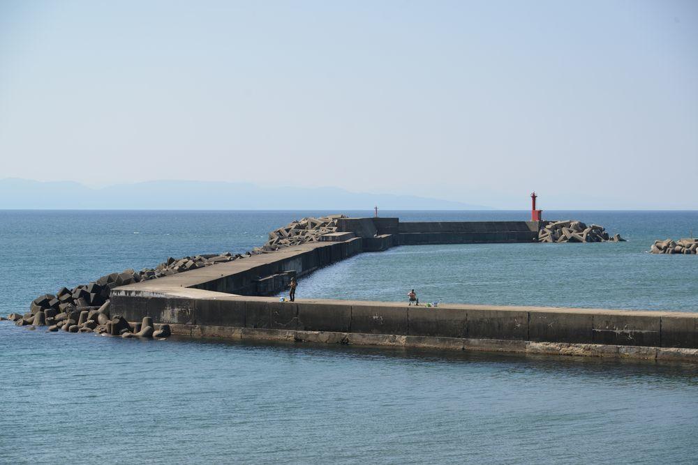 突堤の釣り人たち-2