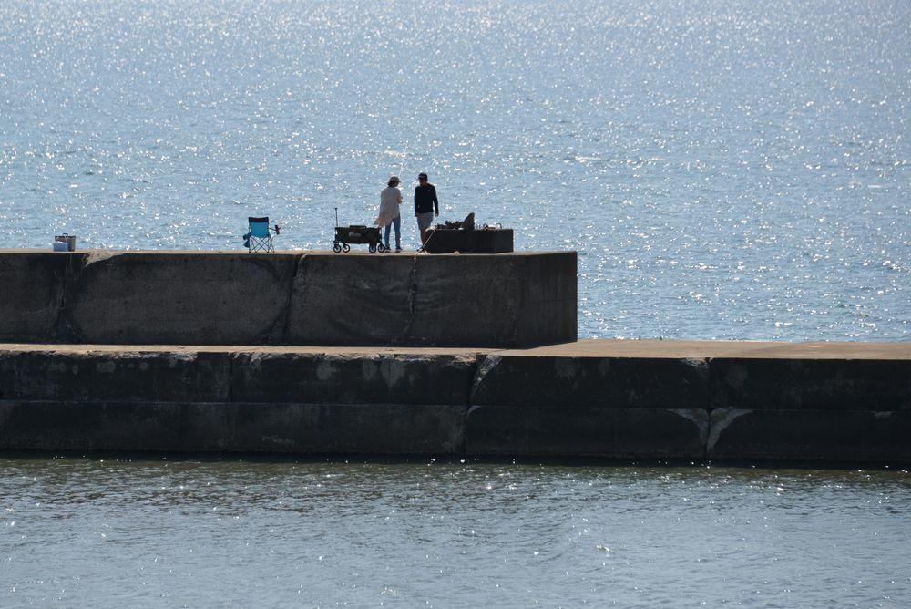 突堤の釣り人たち-6