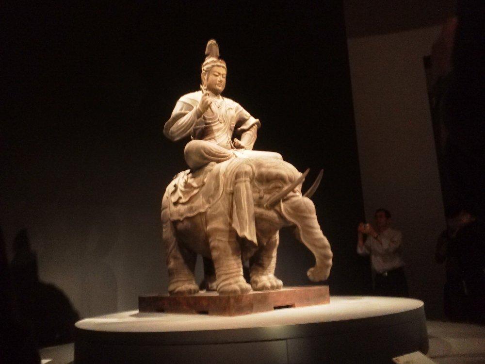 F1000134国立博物館4月19日東寺展 帝釈天騎象像車いす目線