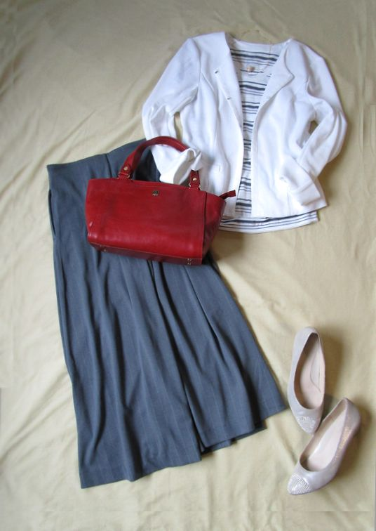 無印良品ボーダーTシャツ アンタイトル白ジャケット ユニクロパンツ Piitiパンプス 赤革バッグ  (1)