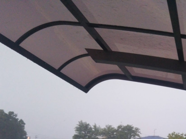 大雨 ガレージで雨宿りさせてもらった