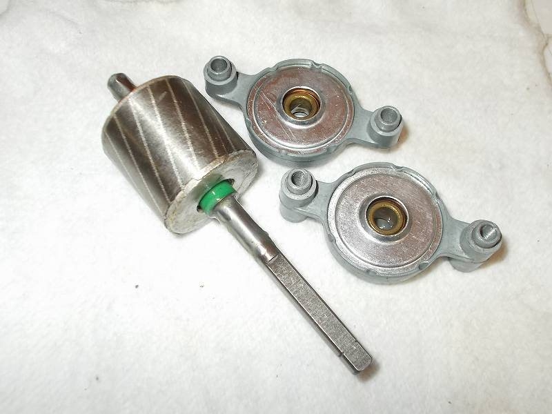VORNADO ボルネード サーキュレーター 180C メンテナンス ベアリング内部(ローター軸が入るリング内部)とベアリング軸穴に接触するローターの軸回り、ローターにスラストワッシャー(メタル)を装着してグリースメイトを噴射