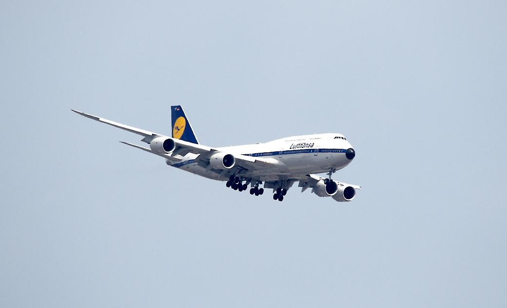 飛行機の飛翔シーン_4