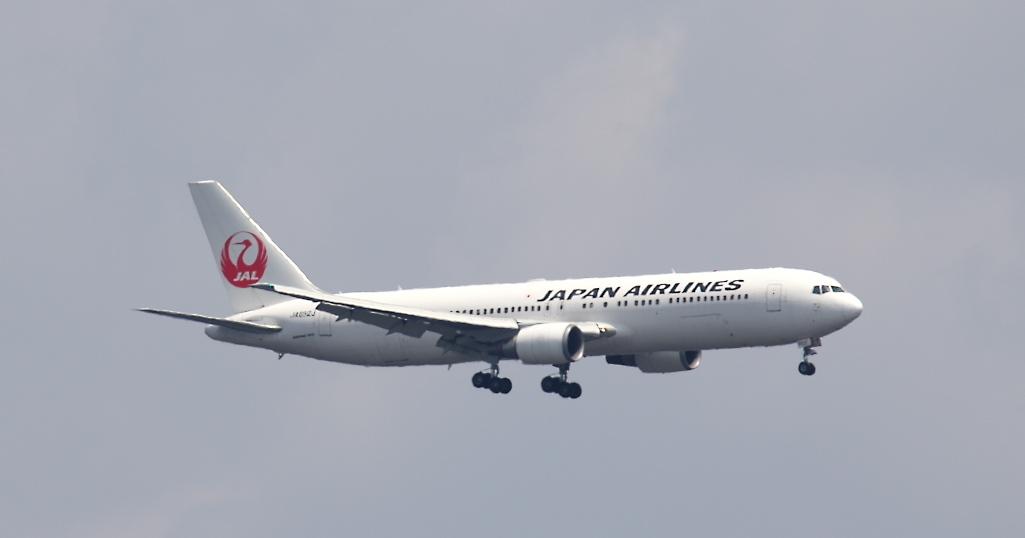 飛行機の飛翔シーン_3