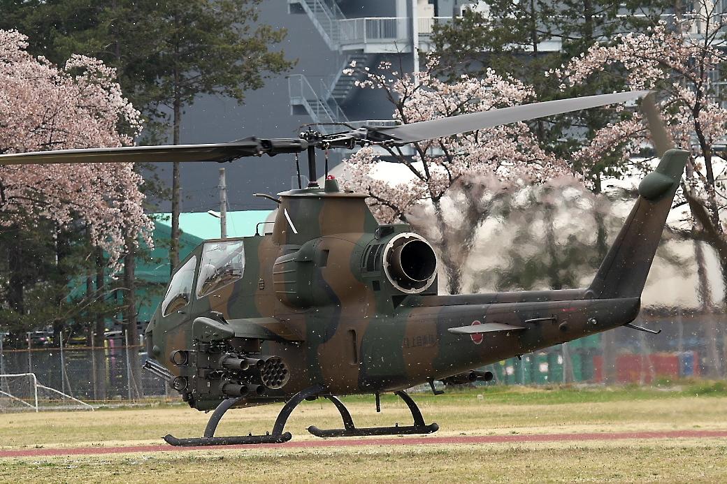 AH-1Sヘリの帰投_1