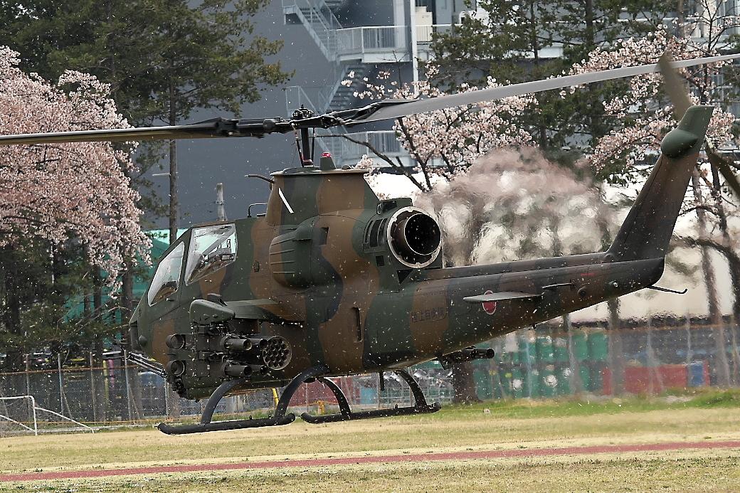 AH-1Sヘリの帰投_2