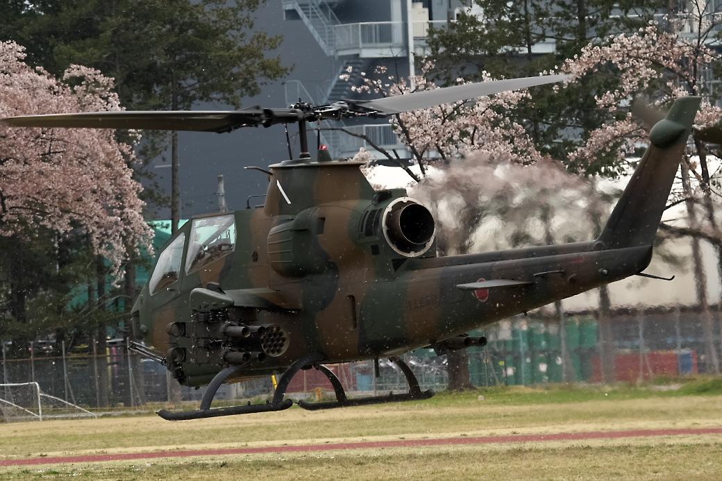AH-1Sヘリの帰投_3
