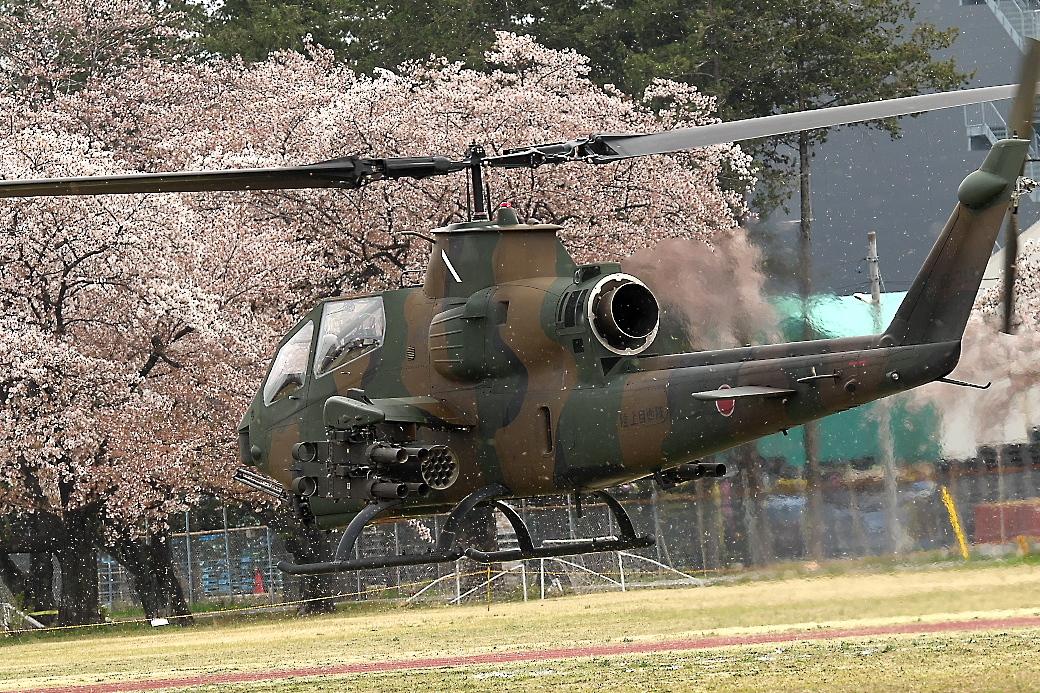 AH-1Sヘリの帰投_4