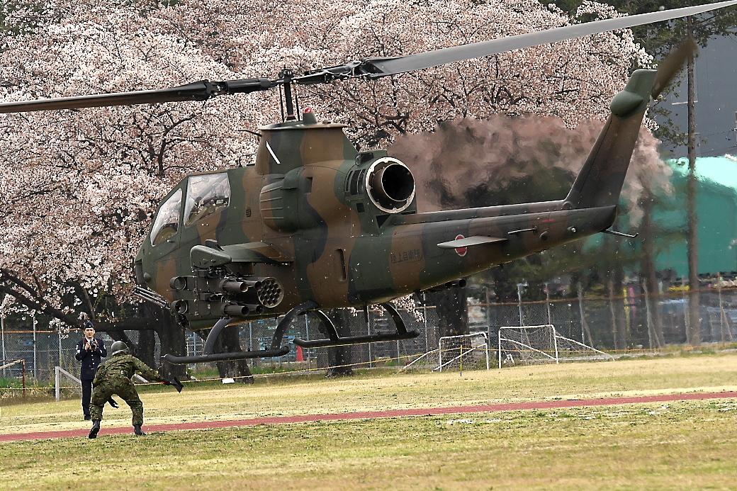 AH-1Sヘリの帰投_5