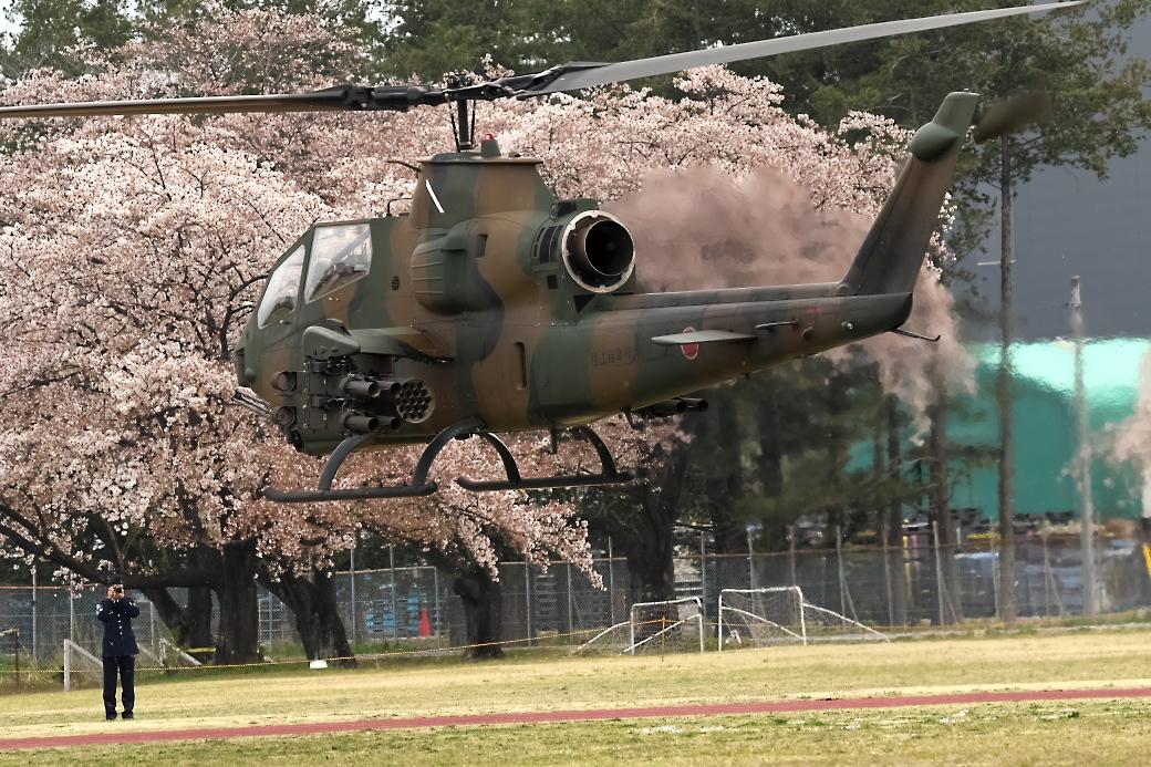 AH-1Sヘリの帰投_7