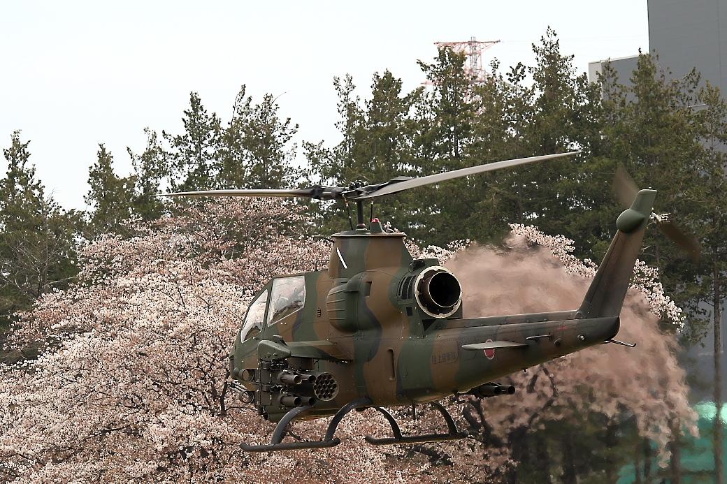 AH-1Sヘリの帰投_8