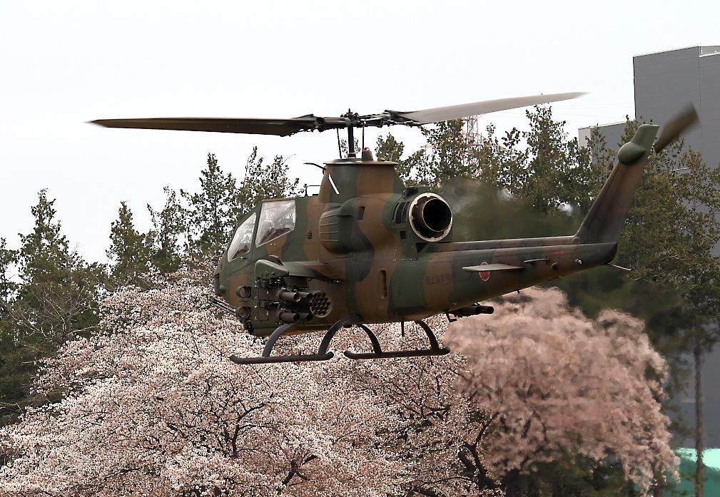 AH-1Sヘリの帰投_9