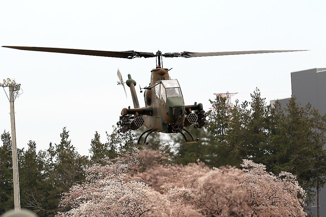 AH-1Sヘリの帰投_12