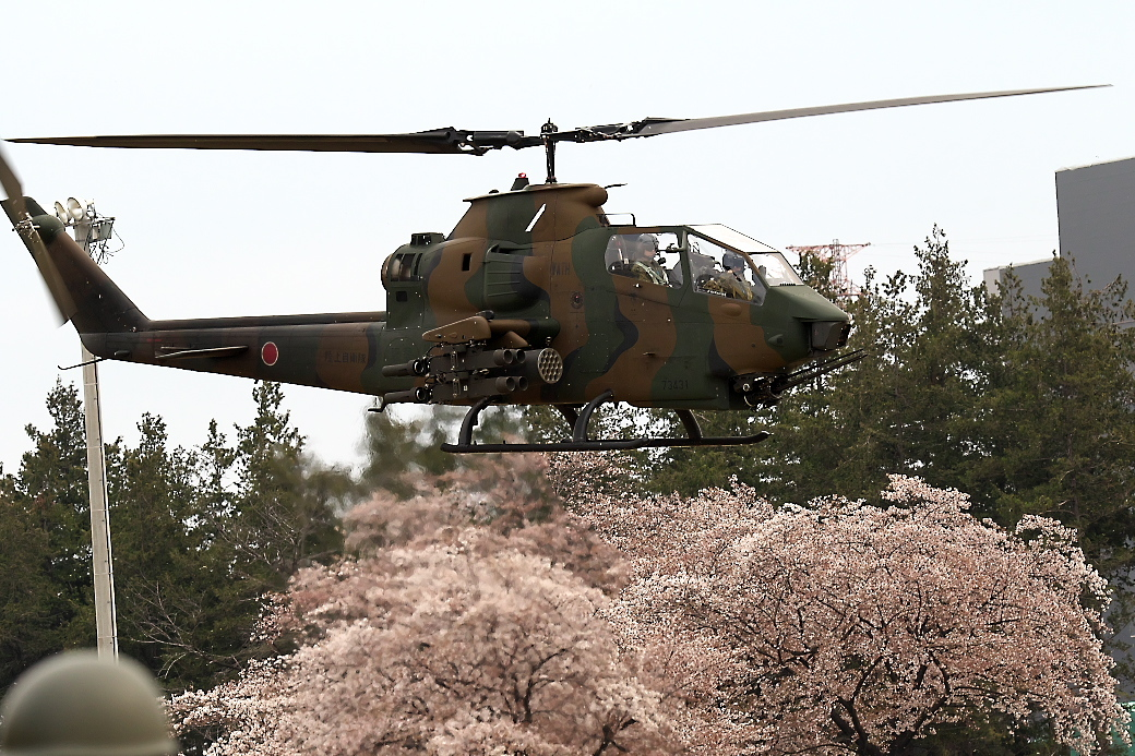 AH-1Sヘリの帰投_13