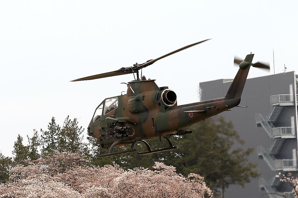 AH-1Sヘリの帰投_14