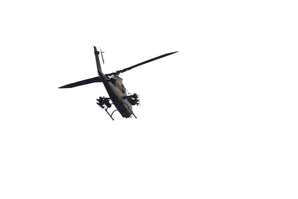 AH-1Sヘリの帰投_16
