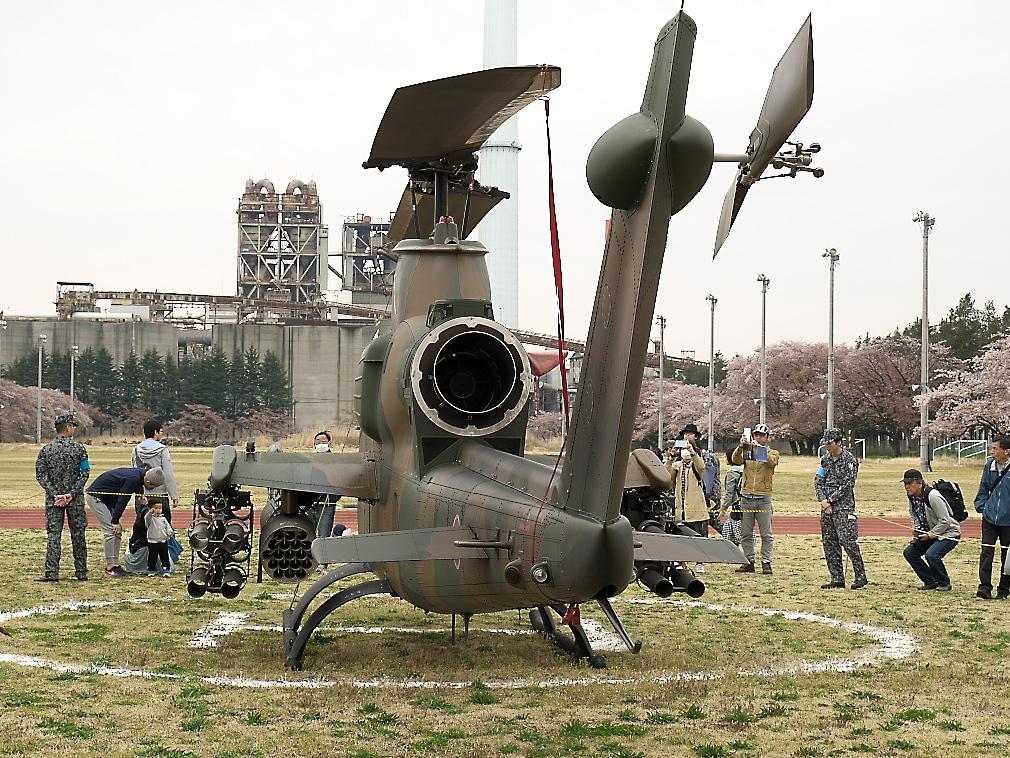 AH-1Sヘリ地上展示_8