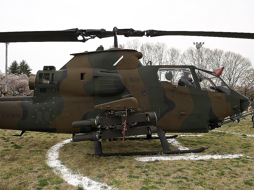 AH-1Sヘリ地上展示_5