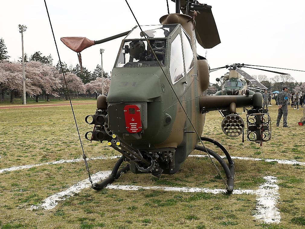 AH-1Sヘリ地上展示_1