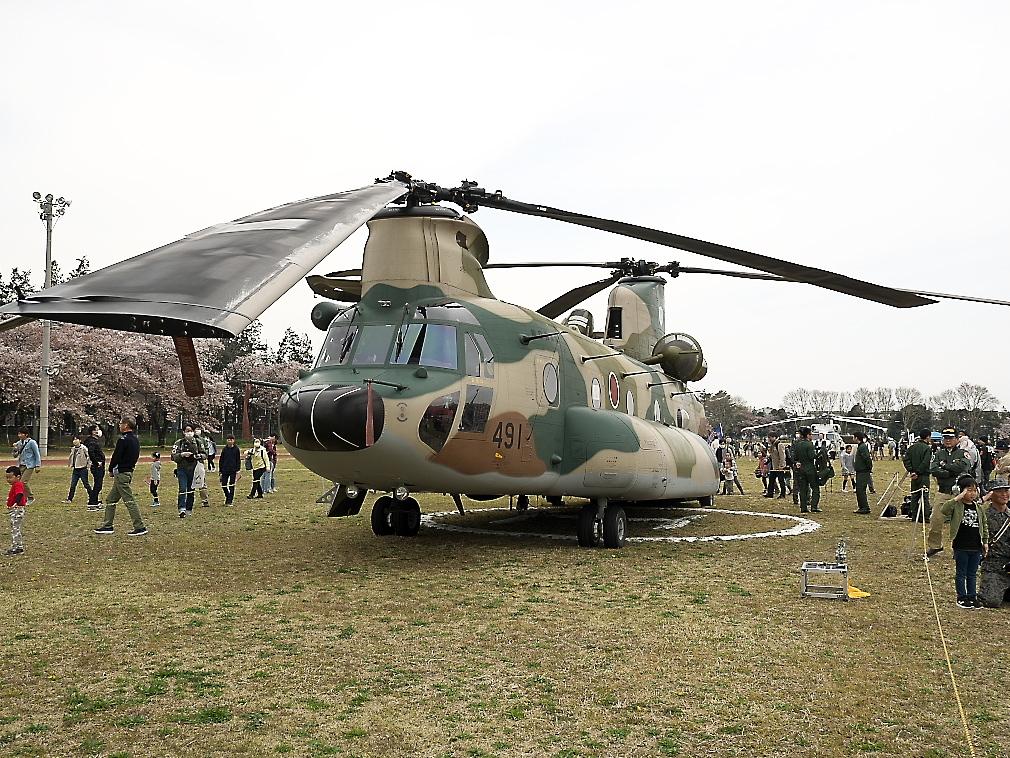 CH-47Jヘリ地上展示_3