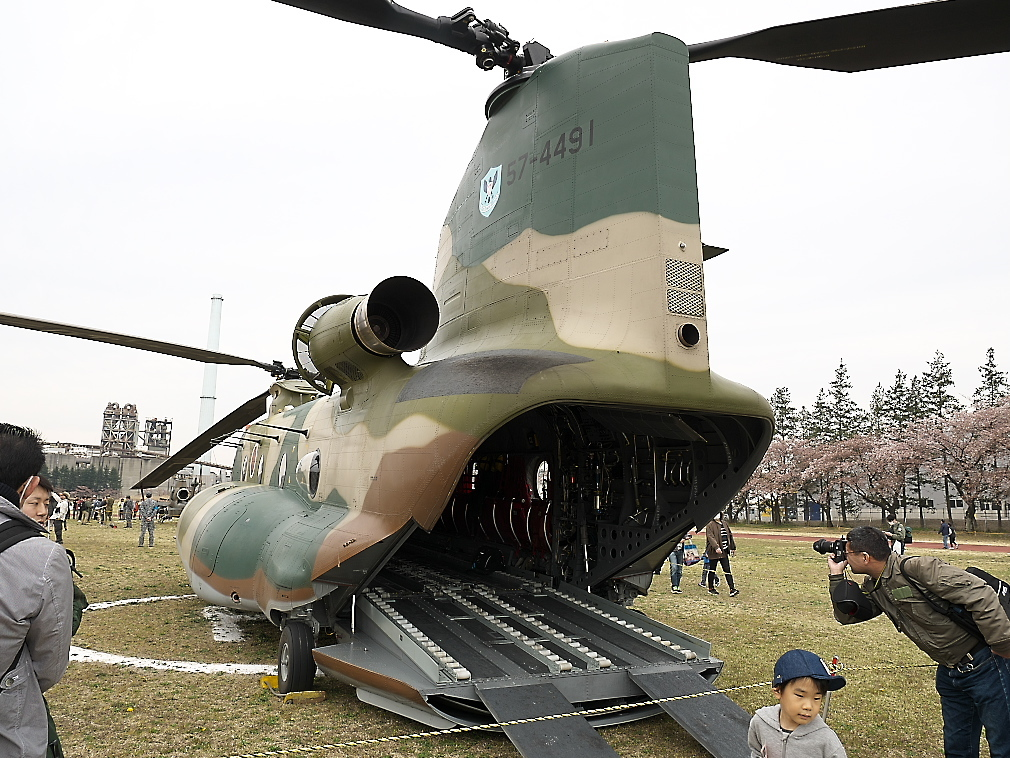 CH-47Jヘリ地上展示_4