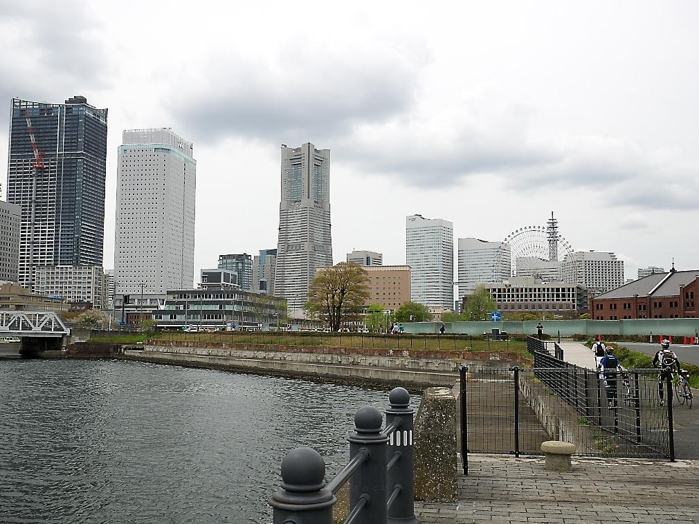 MM21地区の超高層ビル群