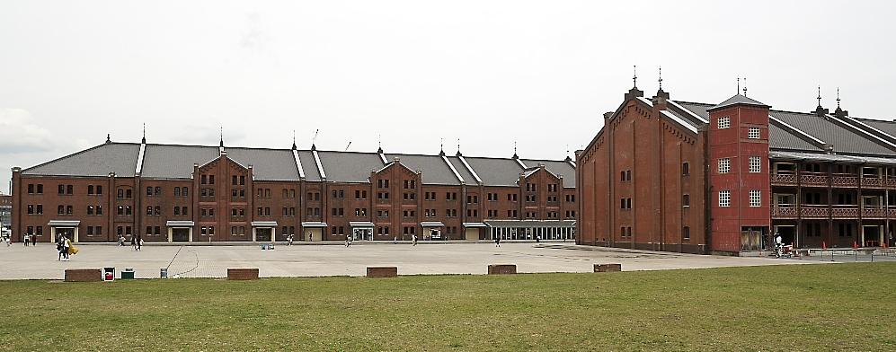 赤レンガ倉庫1号館と2号館