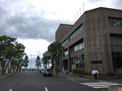 大津市民会開館は琵琶湖の畔にあります