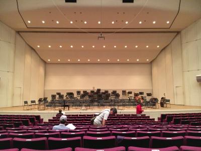 大津市民会館大ホール いつも通りど真ん中の席を確保