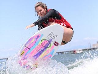 昨年5月に木浜沖で開催されたウェイクサーフィン世界大会の様子