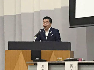 琵琶湖・淀川流域海ごみ抑制プラットフォームの立ち上げ宣言をする三日月大造滋賀県知事