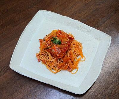 たっぷり野菜とベーコンのトマトスパゲッティ