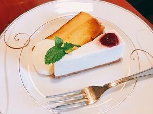 ル プルミエ カフェ in ビギ・ファースト レアチーズケーキとプリンケーキ