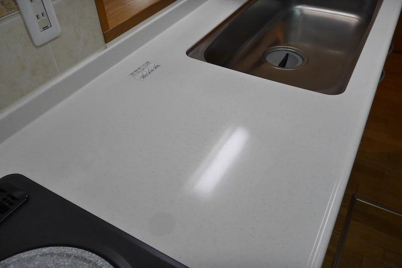 キッチン天板ワークトップ人工大理石の再生研磨・磨き施行後