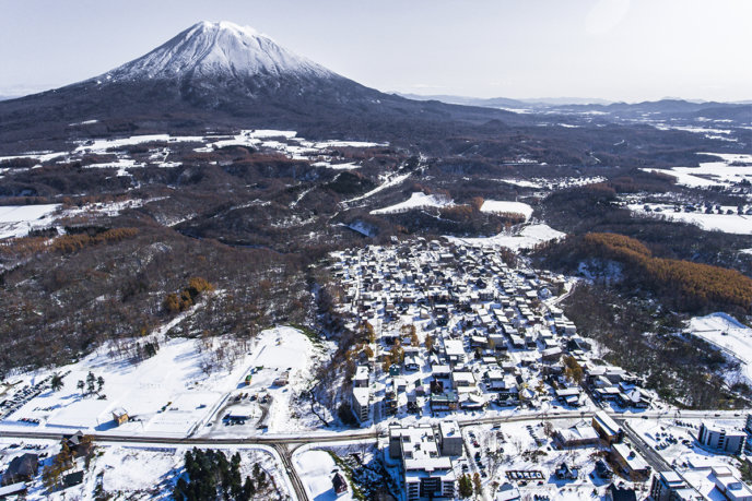 0410drone-shot-whole-village-with-snow