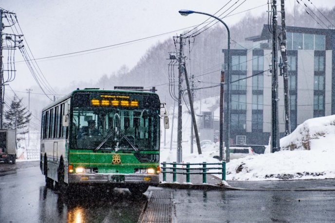 0410Snow-bus-april