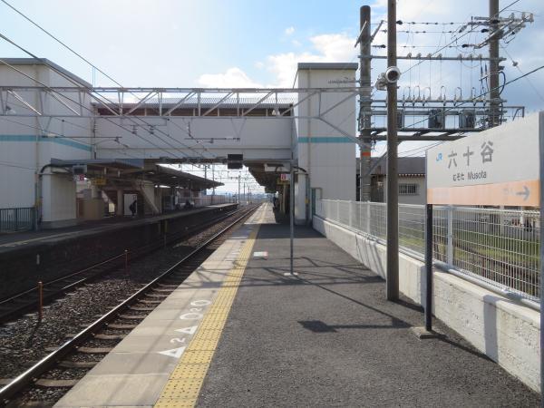 六十谷駅3